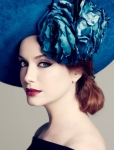 600full-christina-hendricks_largejhyf